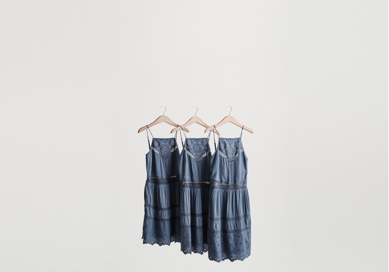 3 Dress fits on a hanger