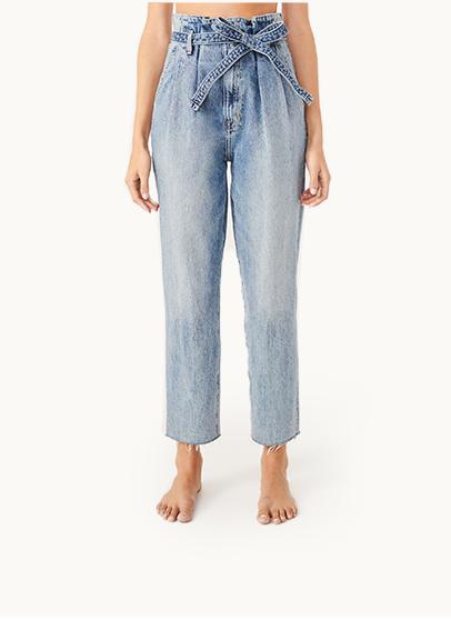 de6bcf9d89985 woman in size 24 paperbag waist jeans