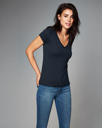 ANF Slim V-Neck Tee