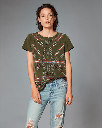 ANF Embroidered Side Split Tee