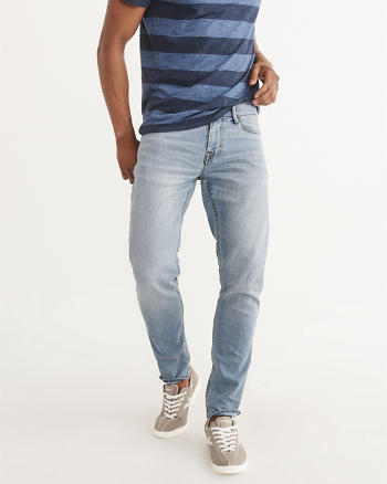 ANF Cropped Athletic Slim Jeans