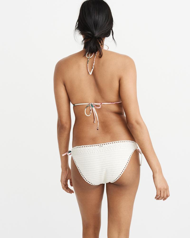 fbfdfc7b2cc7 Top de bikini de triángulo con adornos al croché