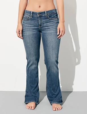54a548e3e5 Jeans con corte bota
