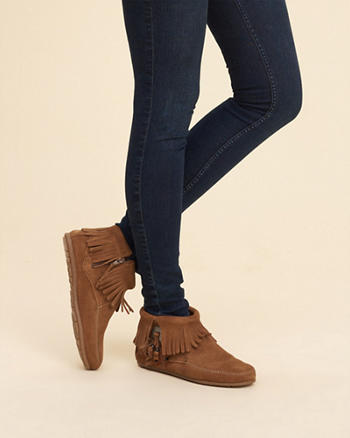 Minnetonka Concho Feather Boot